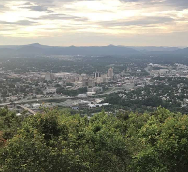 Roanoke is full of shopping, restaurants and art. Photo by Alex Cline, '19.
