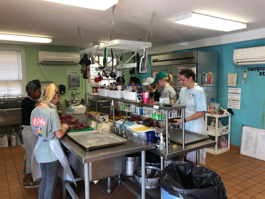 Students prepare meals for distribution in Campus Kitchen. Photo courtesy of Jack Eason, '22.