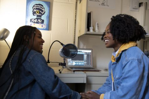 Living Poets Society podcast hosts makayla lorick (left) and Joëlle Simeu (right). Photo by Isaac Thompson, '21.
