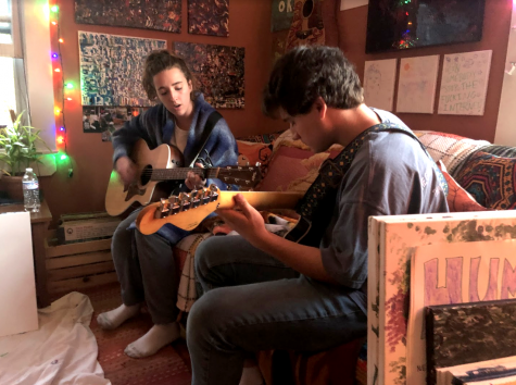 Haley Stern, '20, and Eric Schleicher, '21, practice playing guitar together. Photo by Kaelan McCabe, '21.