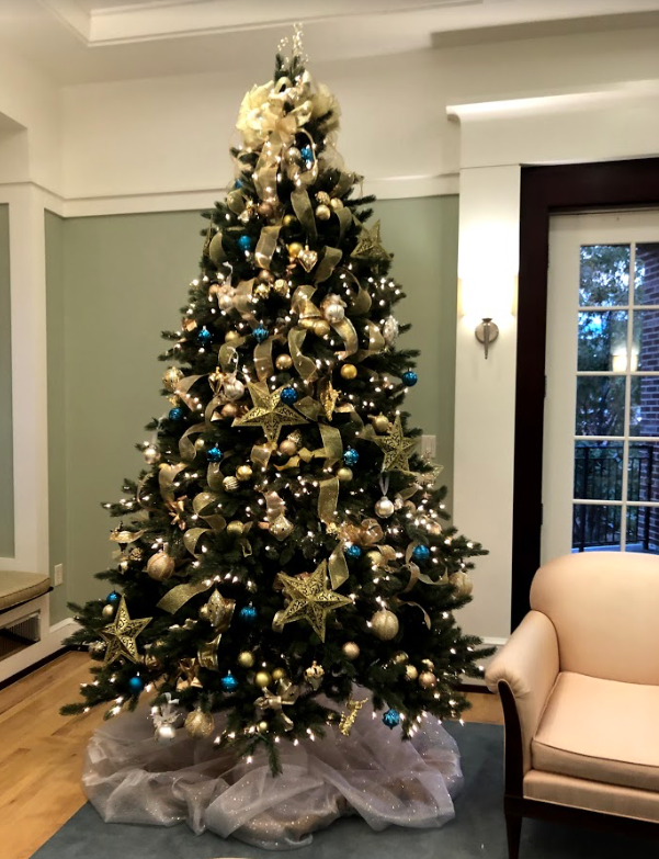 A Christmas tree is erected in the Alpha Delta Pi house. Photo by Emma Derr.