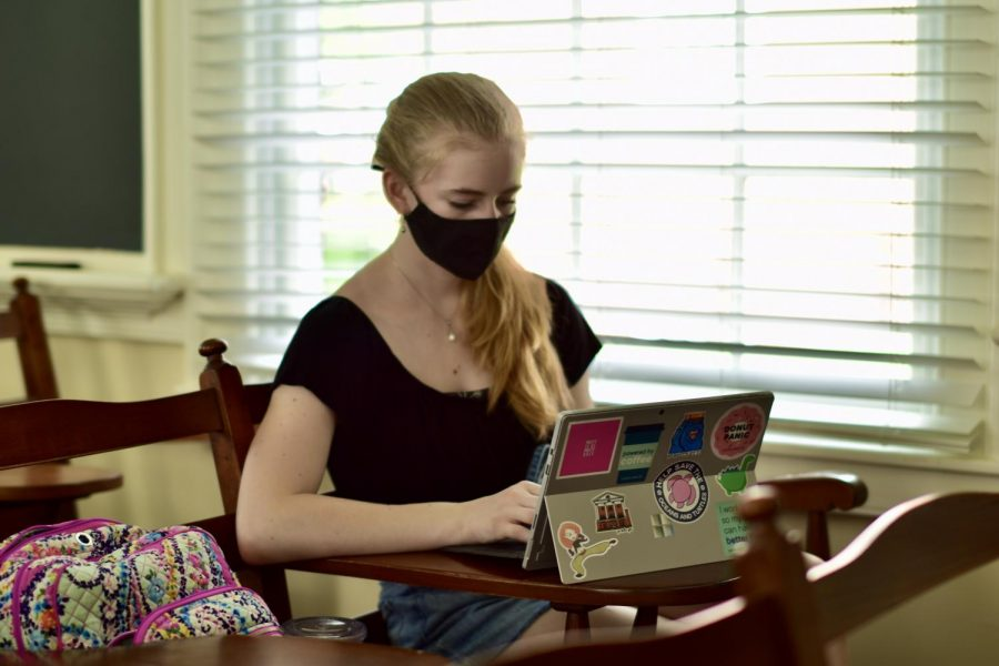 A student dons a face mask in an on-campus class.