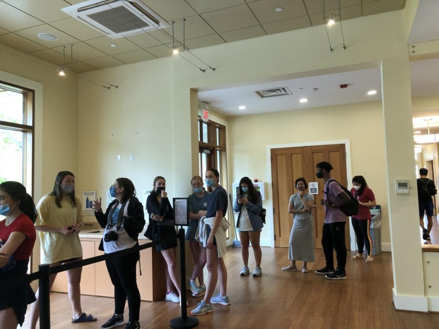 The line at Hillel's E. Cafe stretched out the door for lunch on May 3, the day it reopened. Photo by Grace Mamon, '22.
