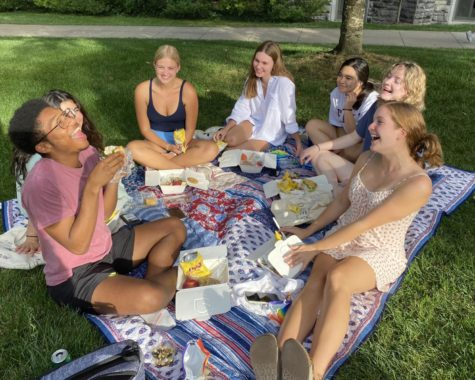Students enjoyed the warm weather at the event. Photo by Olivia Ullmann, 25.